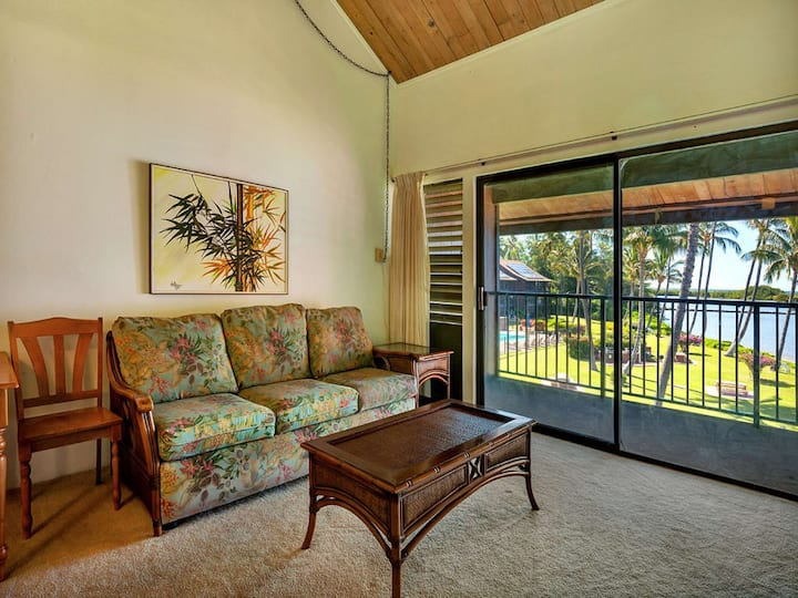 2-Level Comfort+Super View! Ceiling Fans, TV, Kitchen, Lanai–Molokai Shores 305