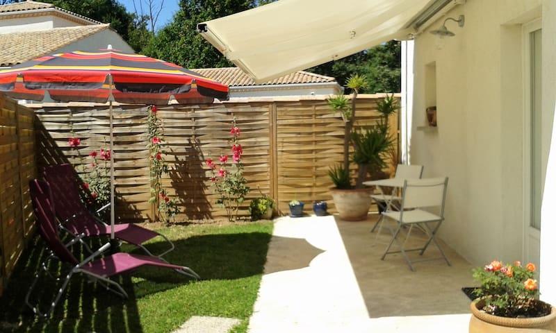 studio maisonnette avec jardinet privatif