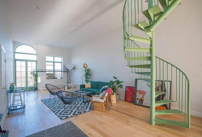 Spacious Room in Gorgeous Loft, Williamsburg 💚