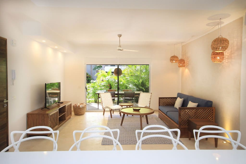 Living room / Open kitchen