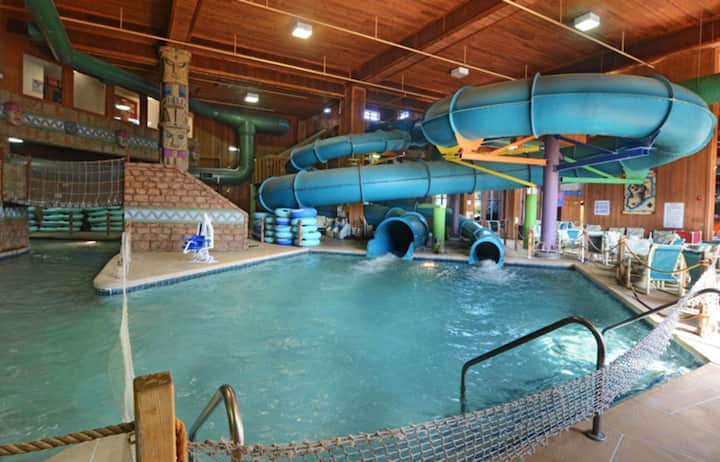 Two Bedroom Deluxe Luxury Condo, Wisconsin Dells (A576)