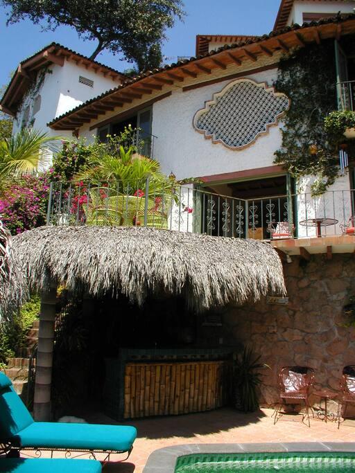 Casa de la Hoja and to the left, the Casita