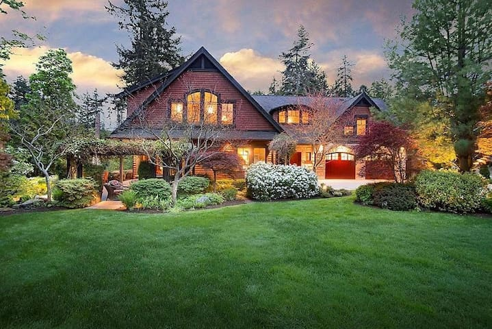 *Mills Cove Luxury Waterfront Home