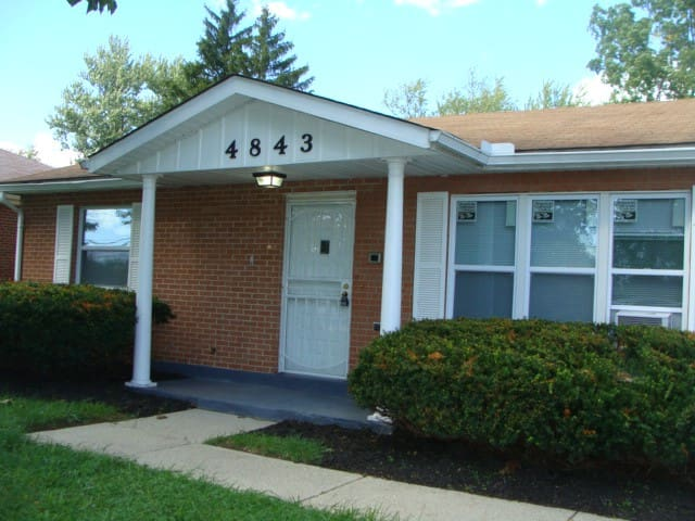 A BEAUTIFUL BUNGALOW CLOSE TO A LOVELY PARK !!!