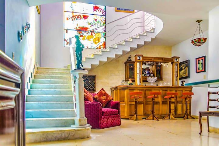 5BR/5BT House in Miramar
