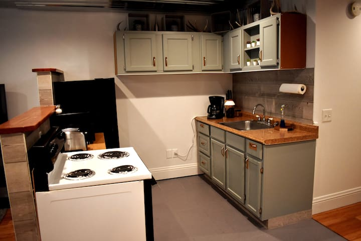 Kitchen: Coffee Maker (coffee provided), Fridge, Microwave, Stove, and Toaster.