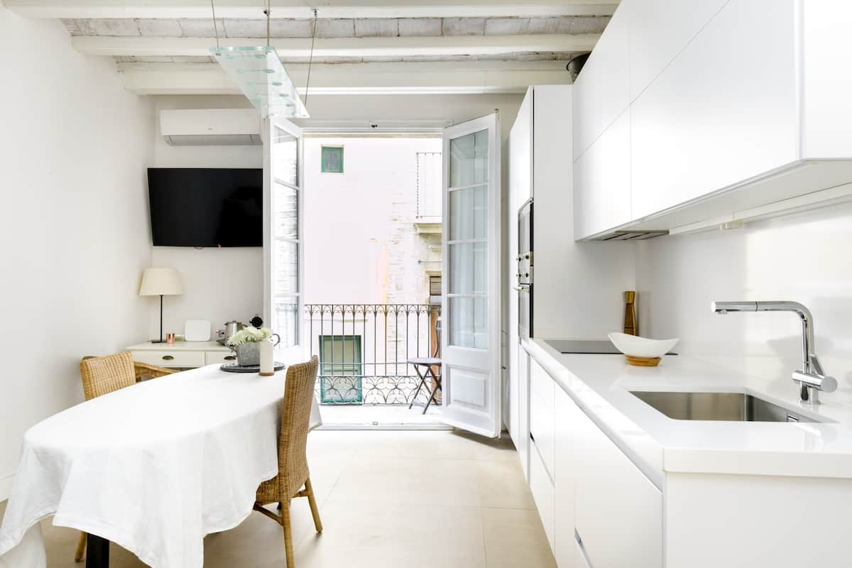 Be Surrounded by History at a Romantic Flat in Barrio Gótic