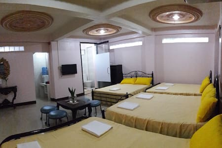 Third & Sean's Place: Family Room 3 - Legazpi City - Bed & Breakfast