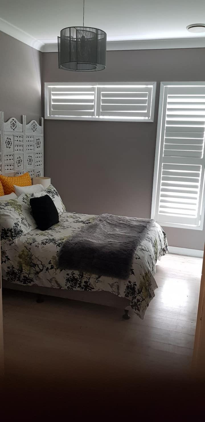 Double room in quiet location - close to uni