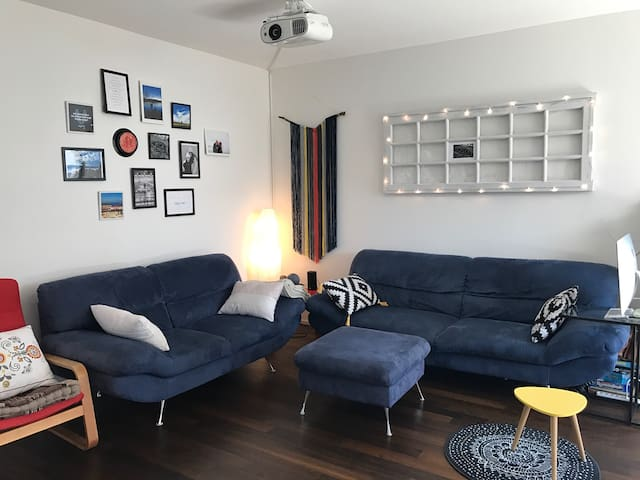 Bright bedroom close to Zurich Center & Airport - Uster - Apartment