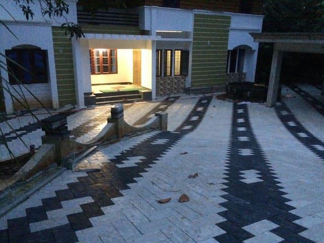 alummoottil - Kottayam - Hus
