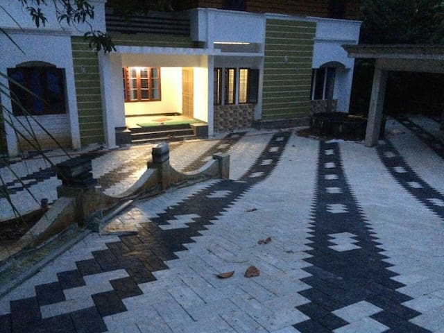 alummoottil - Kottayam - House
