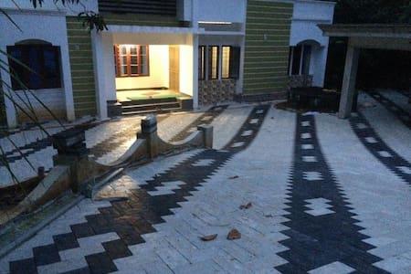 alummoottil - Haus