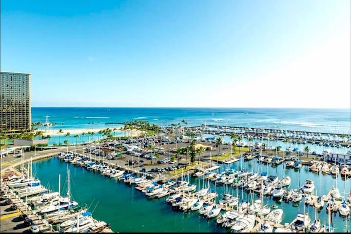 Direct Ocean Front! Iliaki Marina! 4399 - Honolulu - Apartment