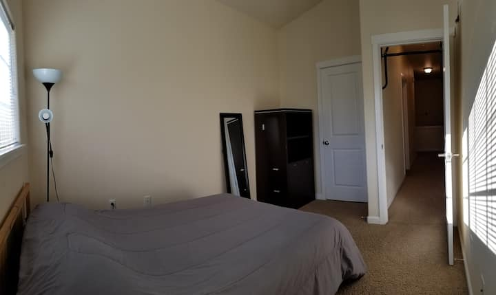 Private Room with a Queen Bed - 420 Friendly #2