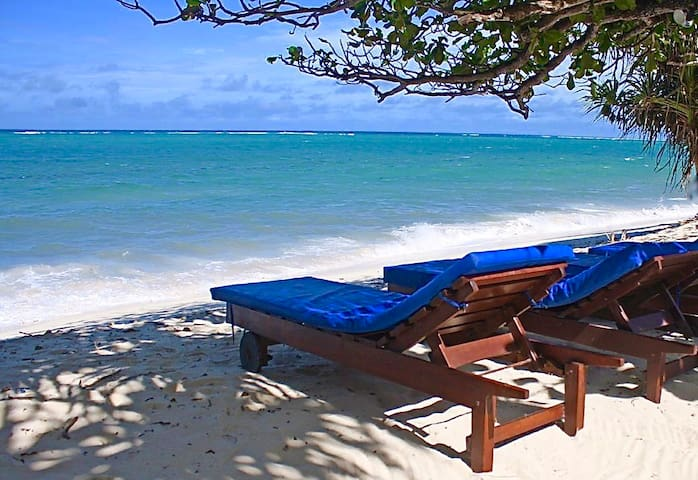 Gorgeous Beach Cottage with Cook, VIPINGO