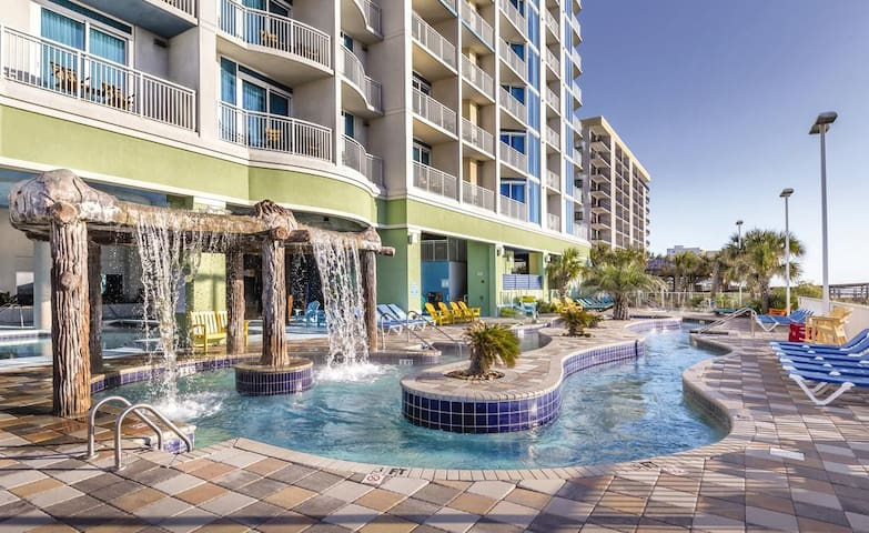 STUDIO❋ Sleeps 2 ❋ Beachfront ❋ Pool ❋ Lazy River