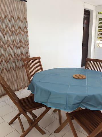 Déjeunez en toute tranquilité sur la terrasse