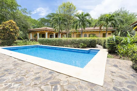 Spacious estate pool home, 7 BR, Walk to beach and town!