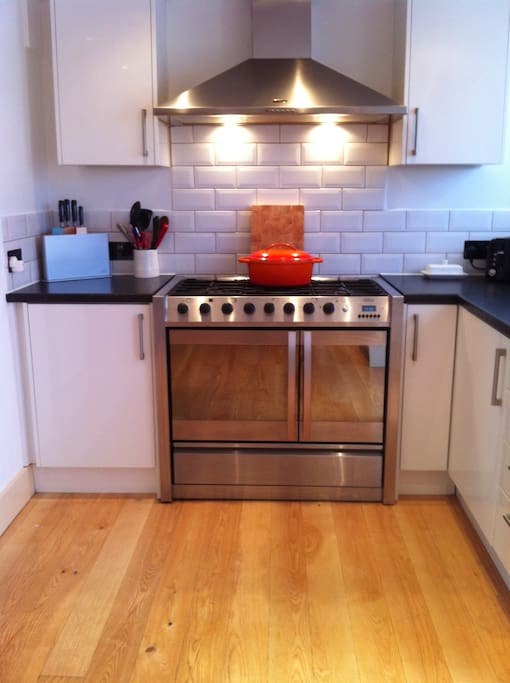 Double oven & 5 ring gas hob.