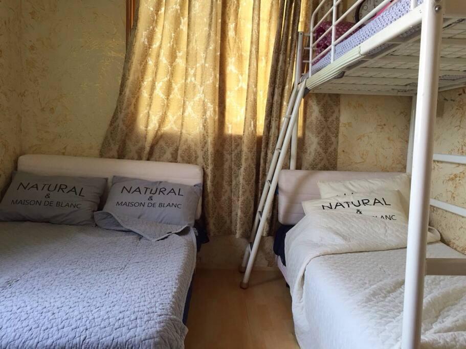 더블사이즈배드와 이층침대가 있어서 3-4인이 이용할수 있는 객실입니다.  The room #203 is bunker beds and single bed with bathroom  which accommodate 3 or 4 guests nicely.