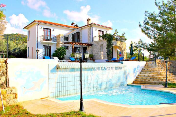 Outstanding Villa - Infinity Pool