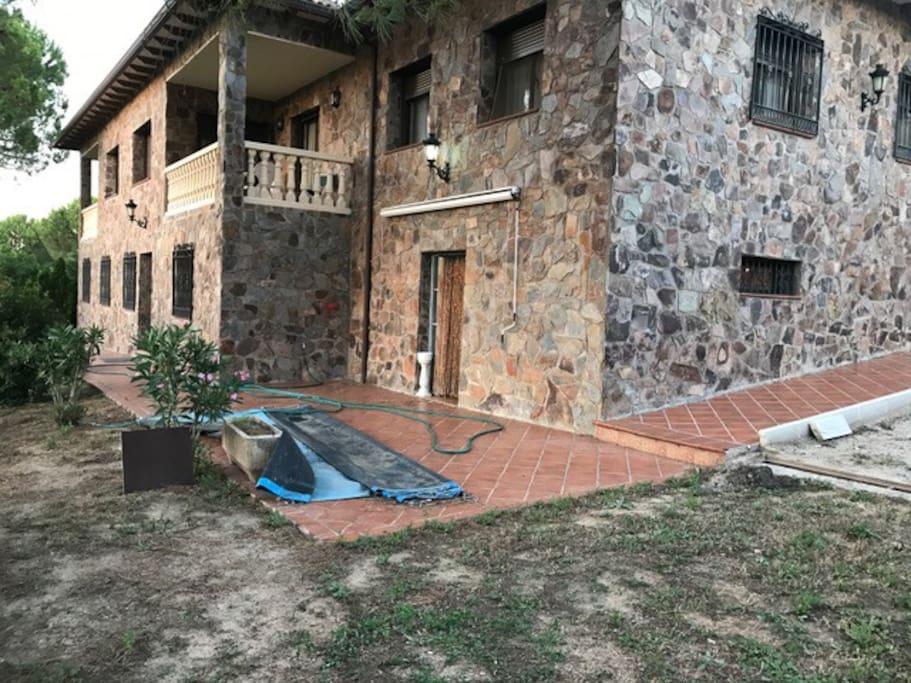 Casa rural con piscina barbacoa y jardin y eventos for Casas rurales con piscina en castilla la mancha