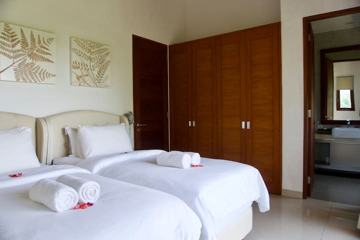 Upstairs twin bedroom with ensuite bathroom