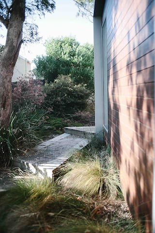 Follow the paths to the front door. Plenty of native gardens to explore.