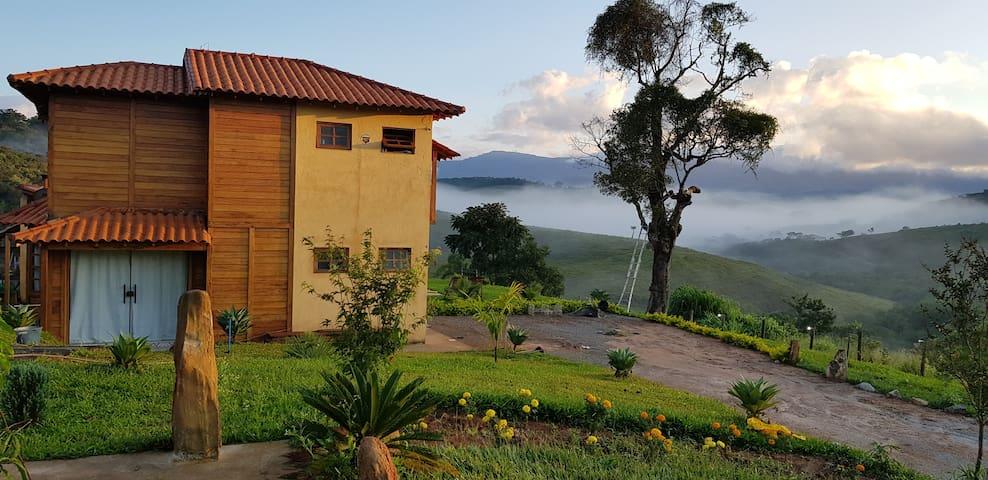 Casa em Glaura com vista maravilhosa e piscina.