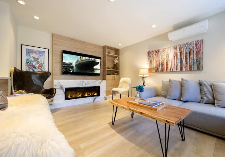 BEST WHISTLER RENTAL Location @ Gondola base 4bdrm