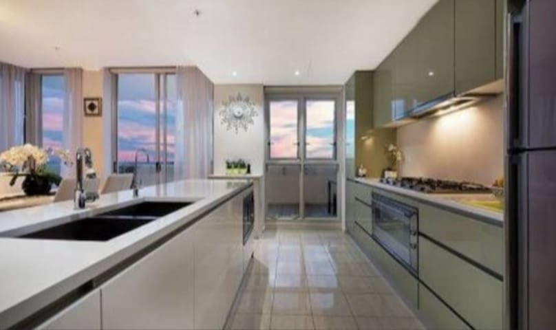 Penthouse Apartment with Hotel Style Living - Ryde - Byt