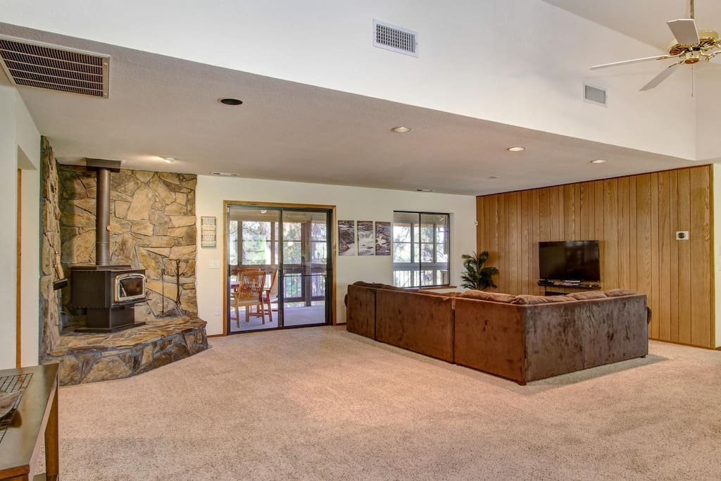 Huge, open great room with plenty of space for entertaining or additional sleeping.  Brand new flat screen TV with Bluetooth soundbar and sub-woofer.  Connect via your phone and play your own tunes or have theater sound when watching movies/tv.