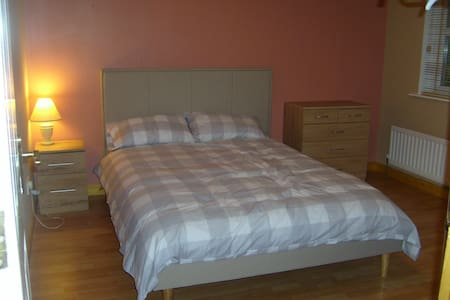 Spacious Double & Cosy Twin/Single Rooms for Rent