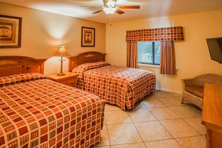 Comfy Twin Beds! - Sand Pebble Resort