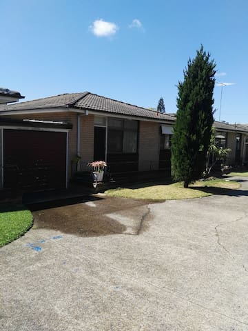 Great location near to city airport and the beach - Kogarah - Villa