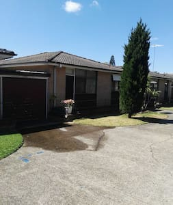 Great location near to city airport and the beach - Kogarah
