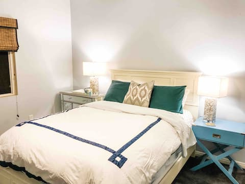 Spacious & Beautiful Silver Lake Gem with King Bed