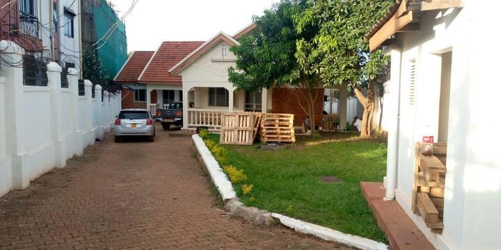 MeetUp House - family friendly fun space