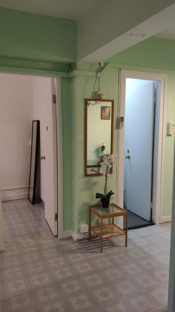 Convenient Room in Central 2/walkup (ML9b)