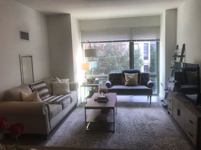 1 bedroom with private bathroom in luxury building