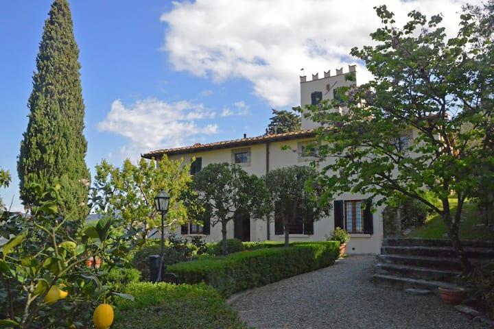 Camera  B&B Deluxe in villa con giardino e piscina
