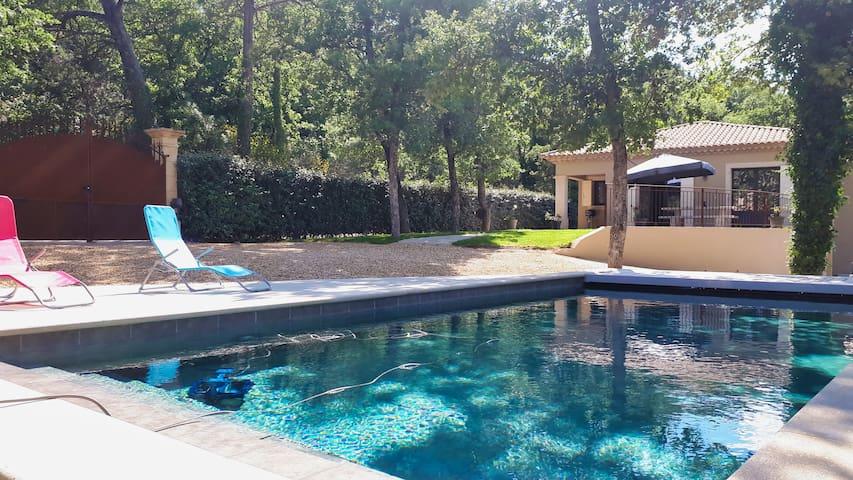 Villa avec piscine privée pour 8 sur Faucon