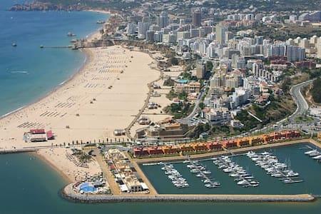 Praia da Rocha quartos privados em Residencial - Portimão - Bed & Breakfast