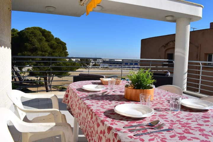Apartment on the beach front with terrace - Roda de Berà - Apartment