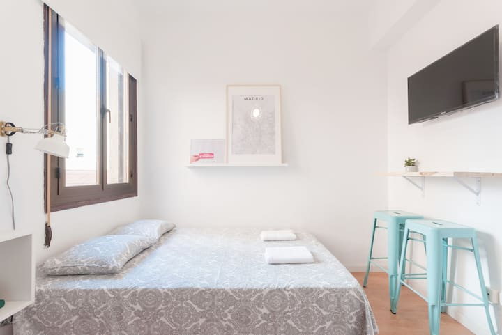 ---Studio City Centre-Atocha-WiFi, A/C, SmartTV