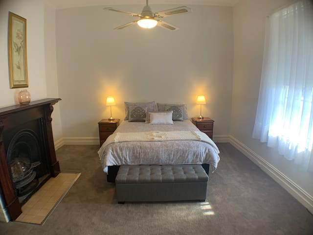 Second bedroom, plenty of room to move