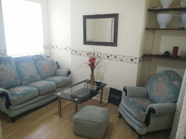 Super Confy Sofa + Free Breakfast - Manchester - House