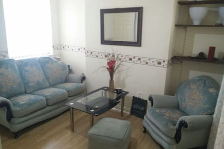 Super Confy Sofa + Free Breakfast - Manchester - Ház