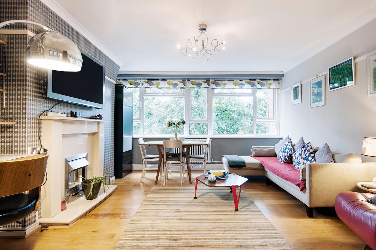 Stylish, Retro Apartment in the Heart of Greenwich